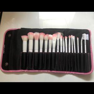 Wet n wild 17 piece brush set